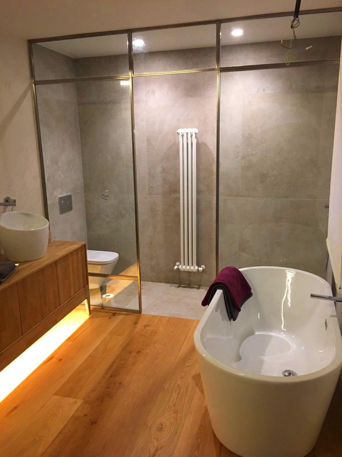 Mampara de acero inoxidable para baño en piso las Arenas