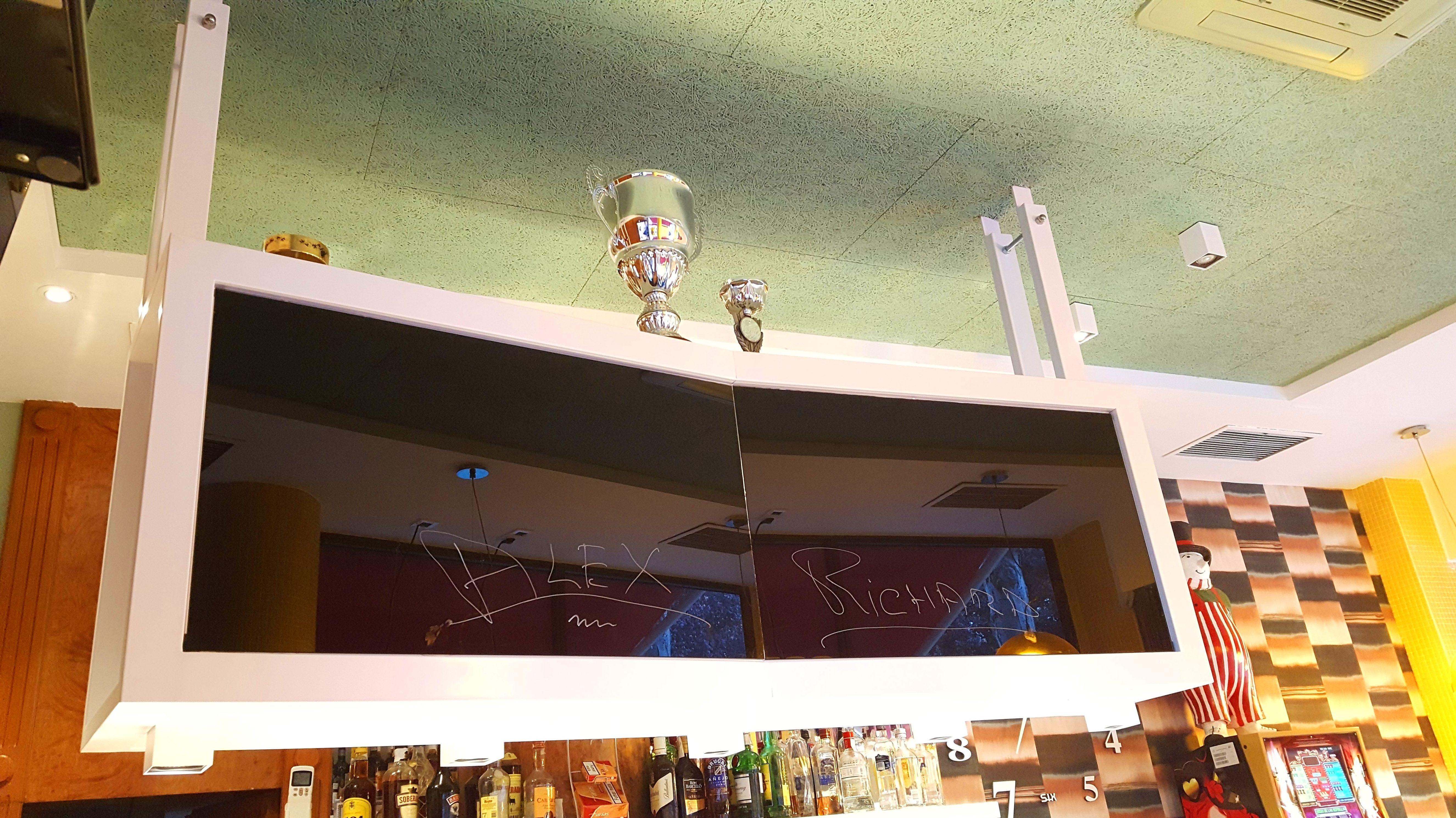 Botellero de hierro lacado en blanco