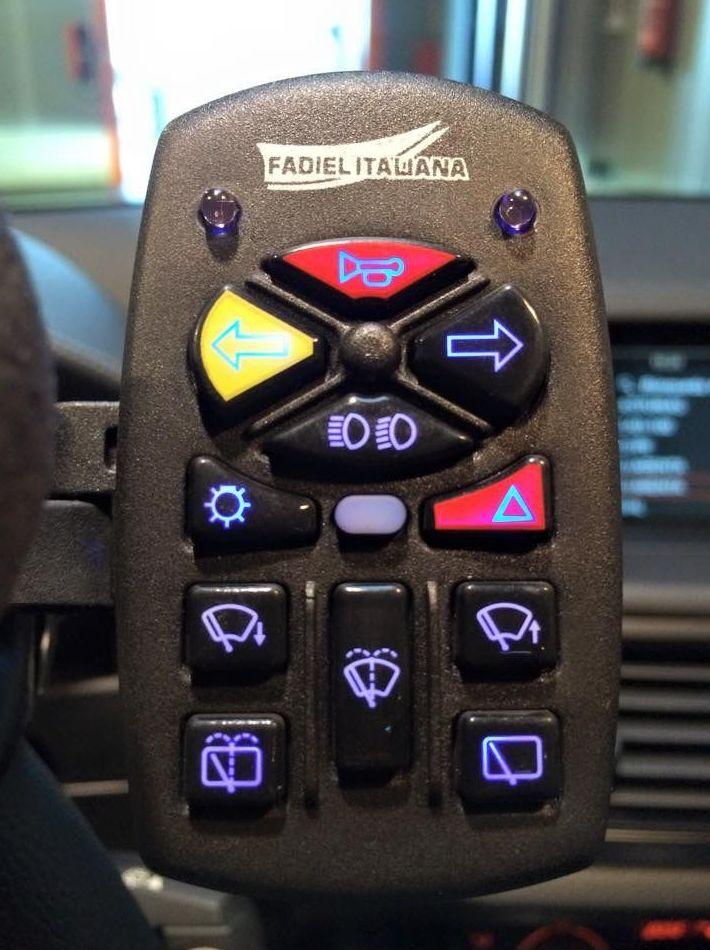 Telecomando extraible con hasta 14 funciones. Adaptación de vehículos en Gijón