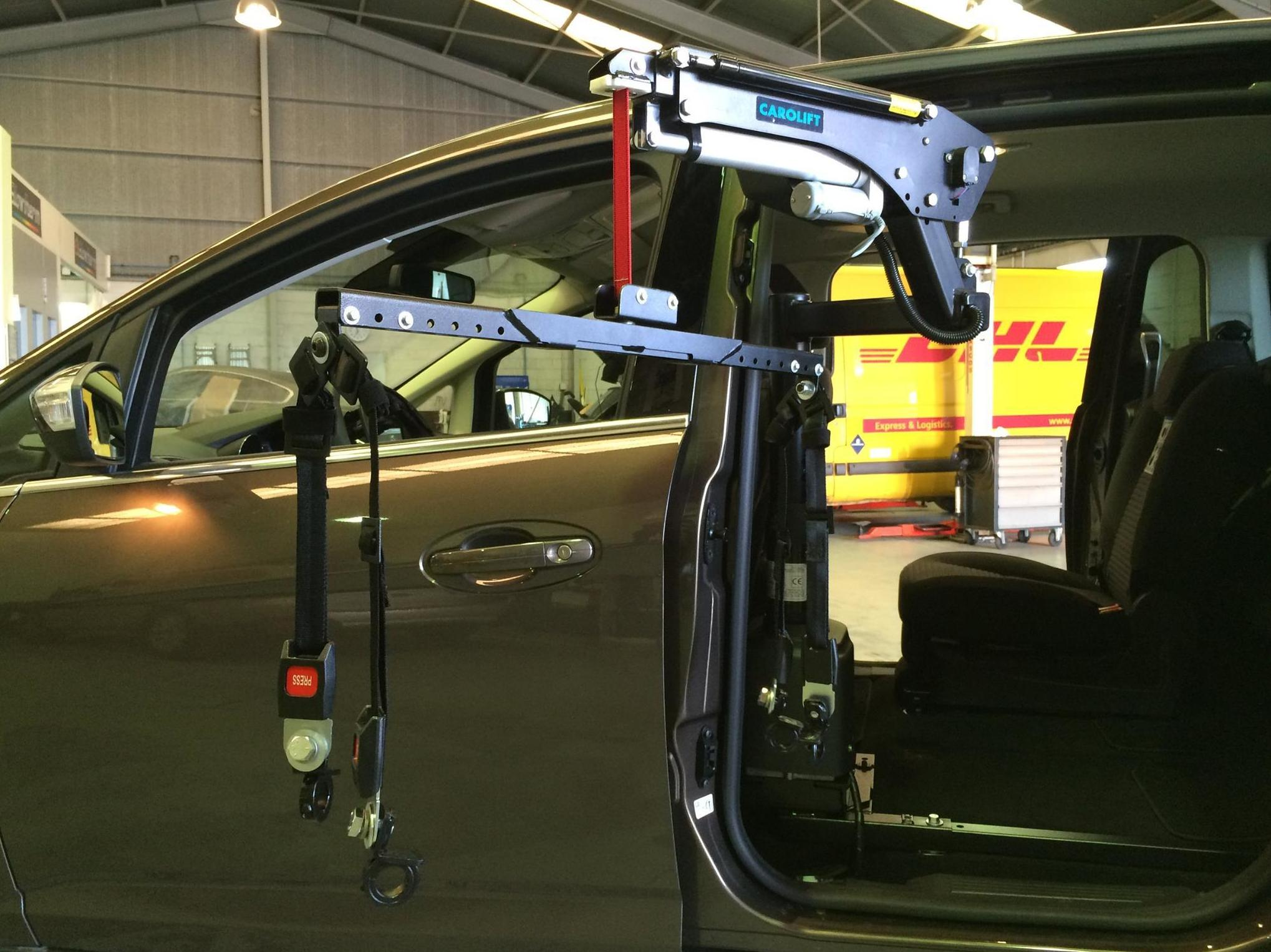 Adaptación de vehículos en Oviedo Grua carolift