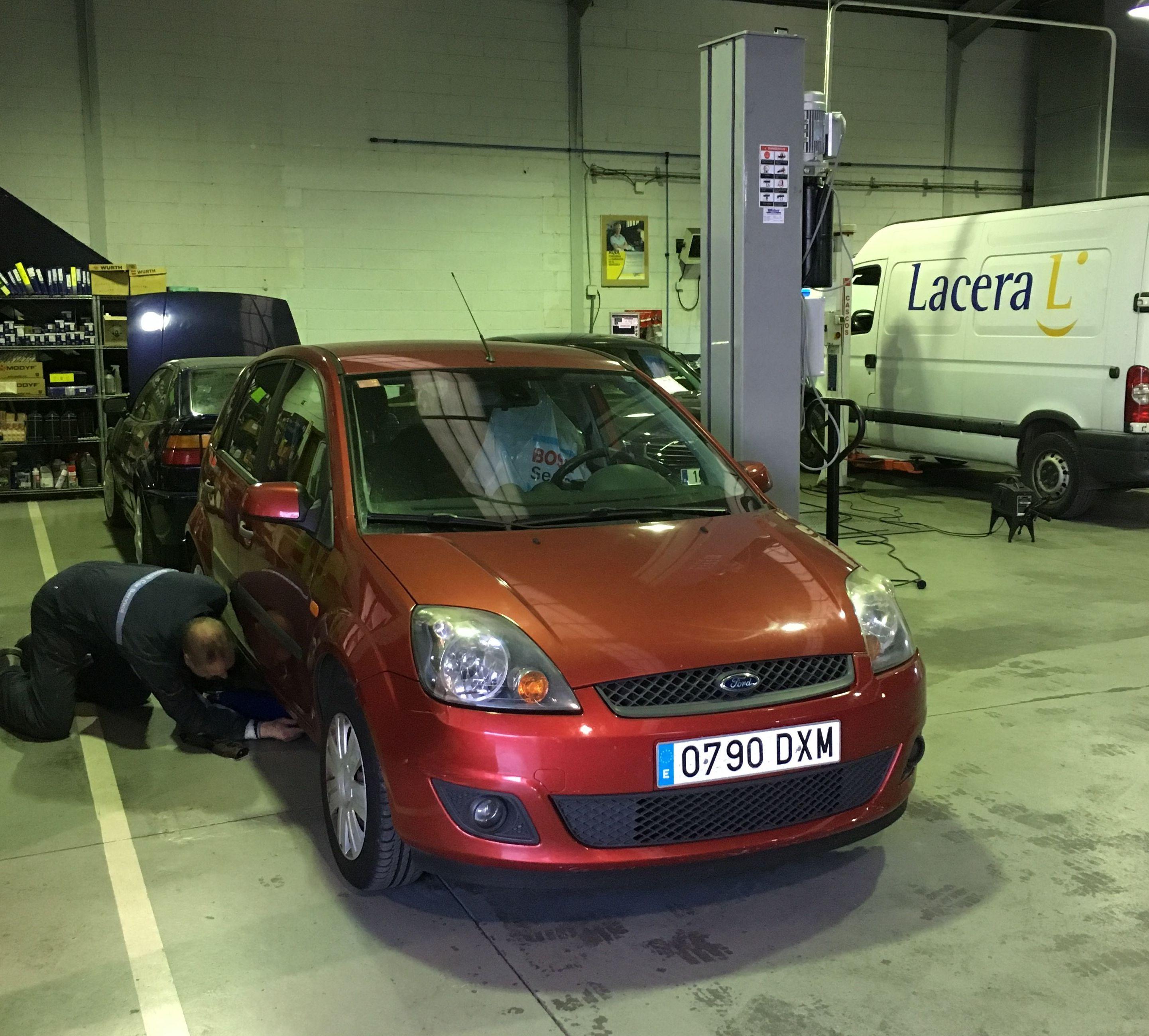 Nuevo equipamiento en Cabal Automoción. Elevador portátil monocolumna