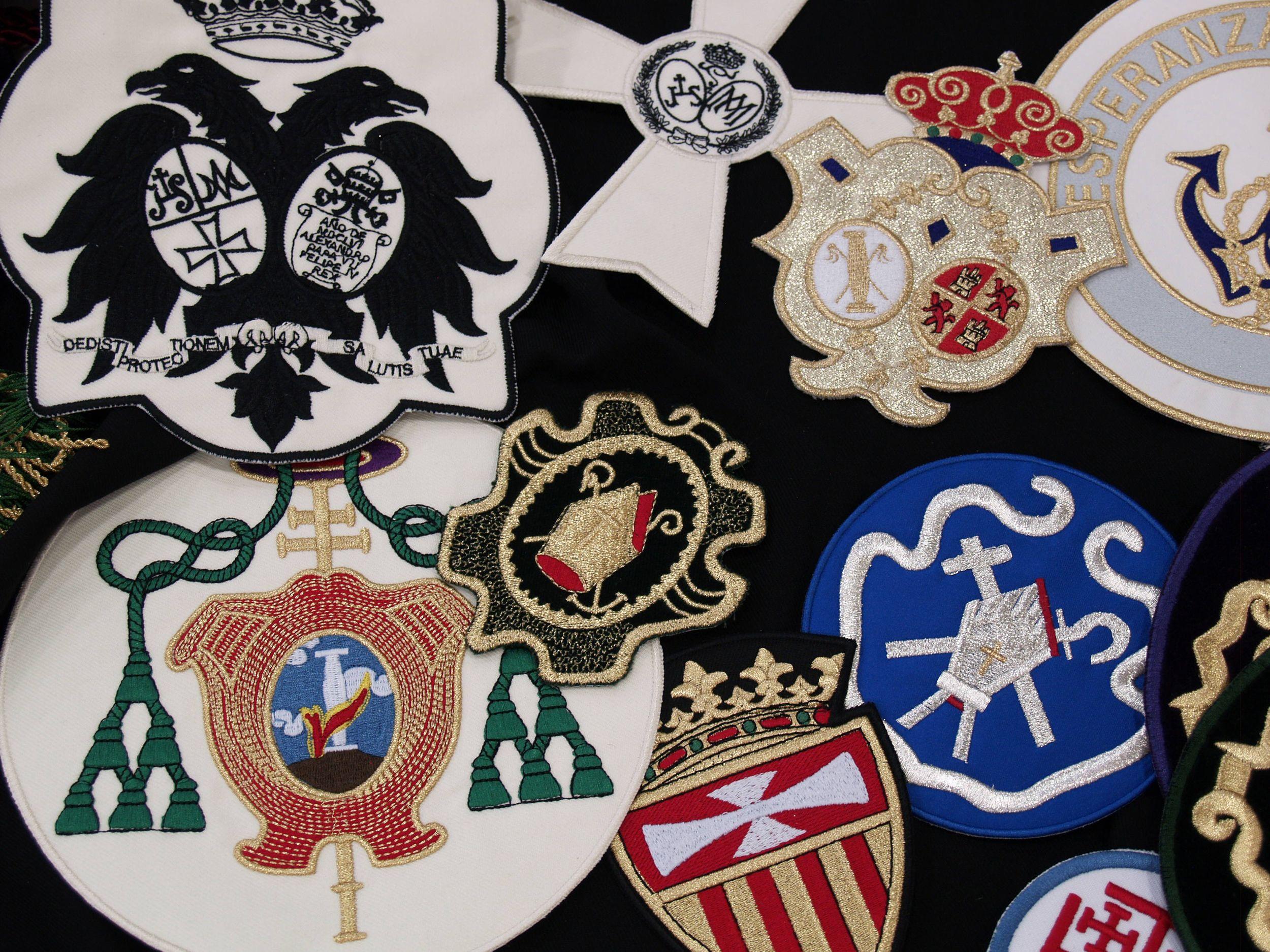 Complementos para hermandades en Sevilla