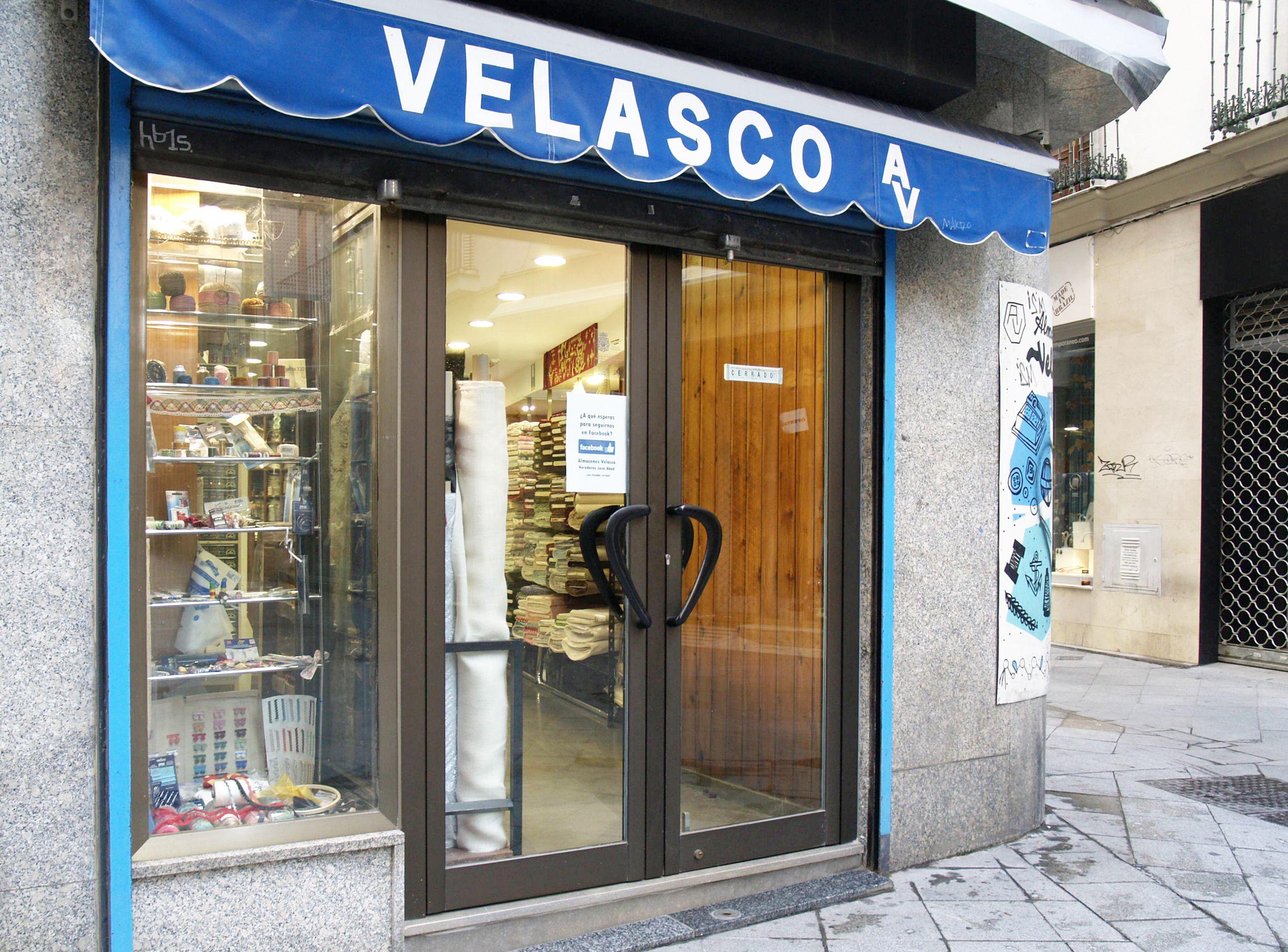Entrada a nuestra tienda de telas en Sevilla