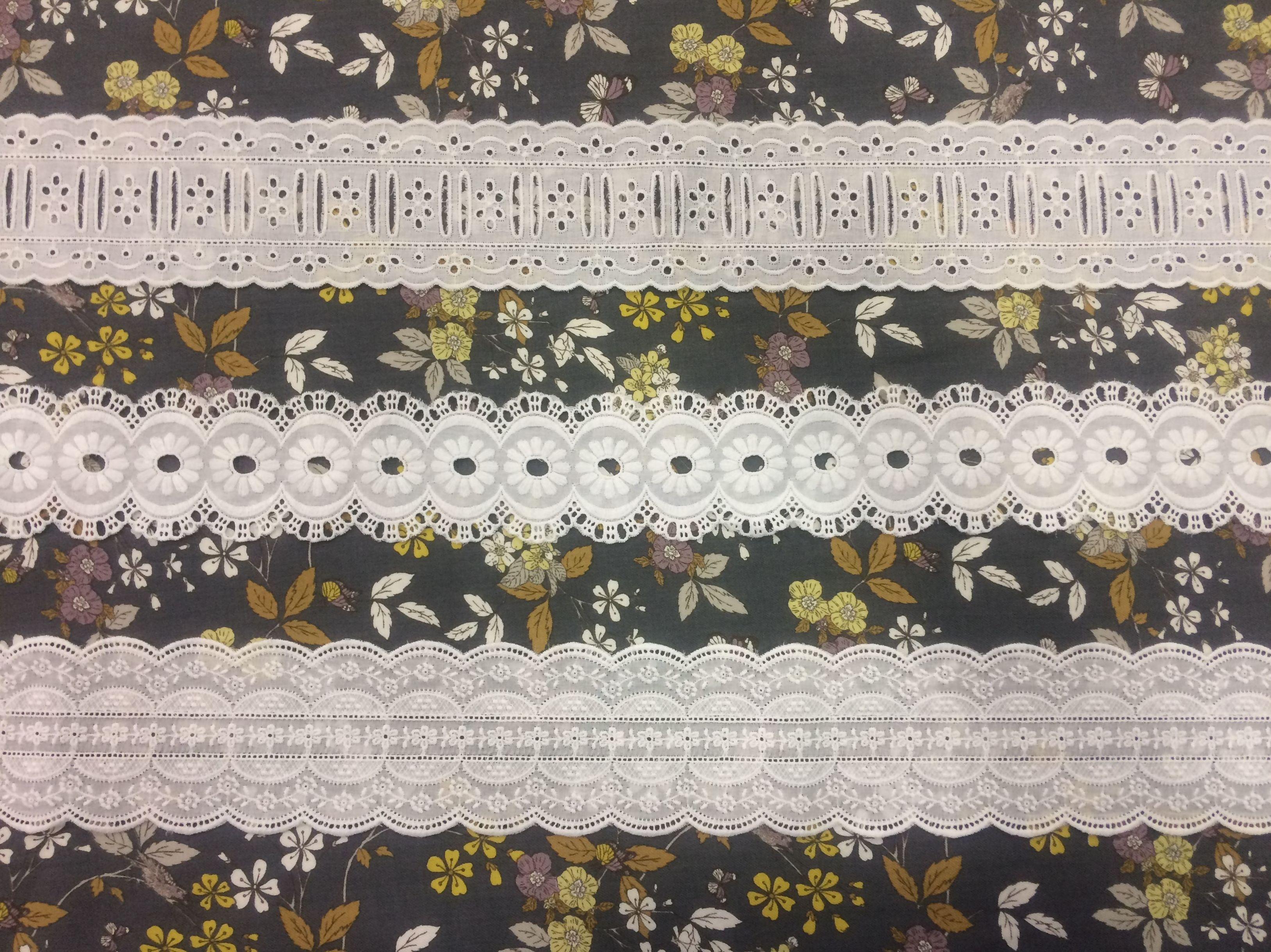 Encajes blanco sobre estampado de Viyela