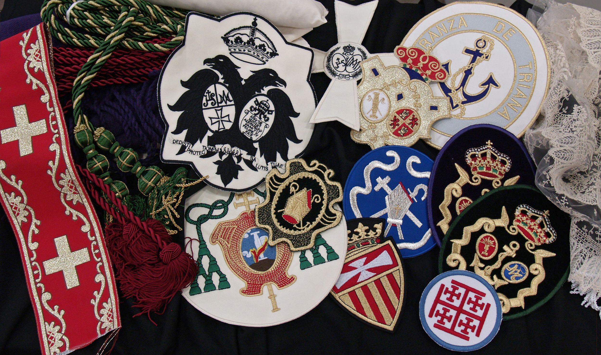 Venta de complementos para hermandades en Sevilla