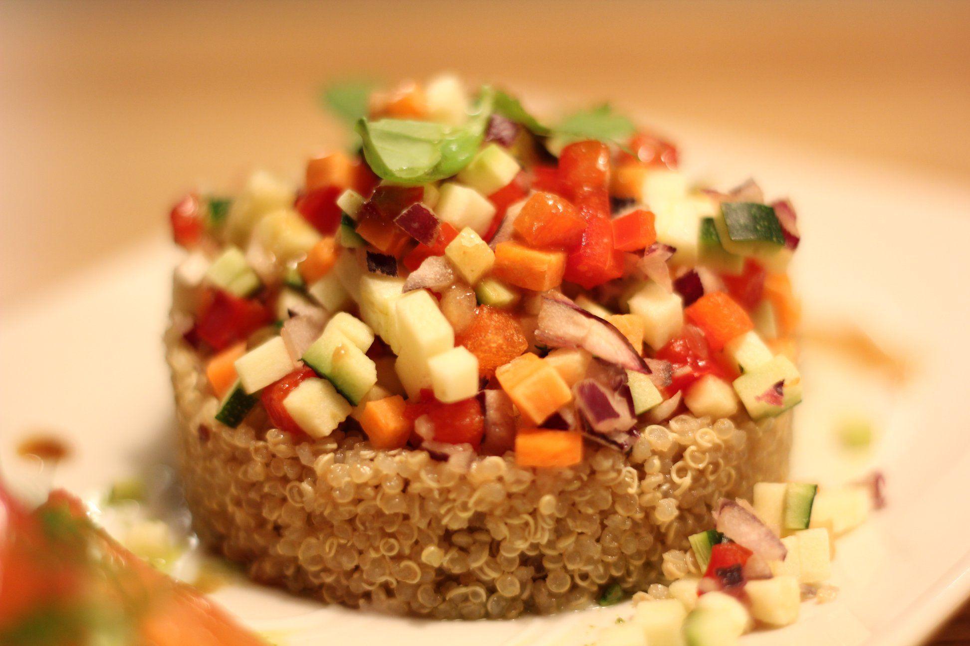 Tartar de quinoa con aguacate
