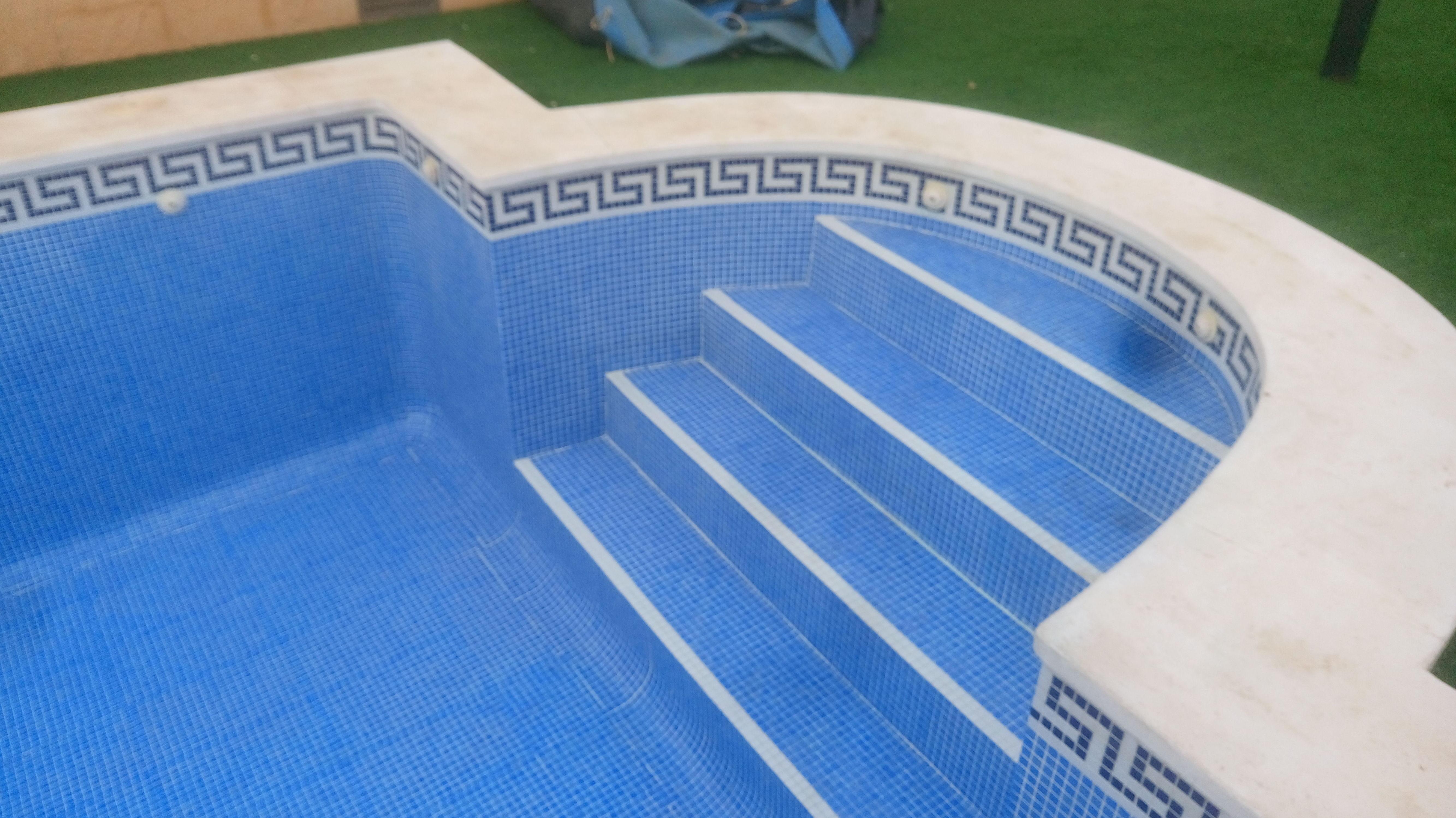 Construcción de piscinas: Servicios de C Y C Construcciones