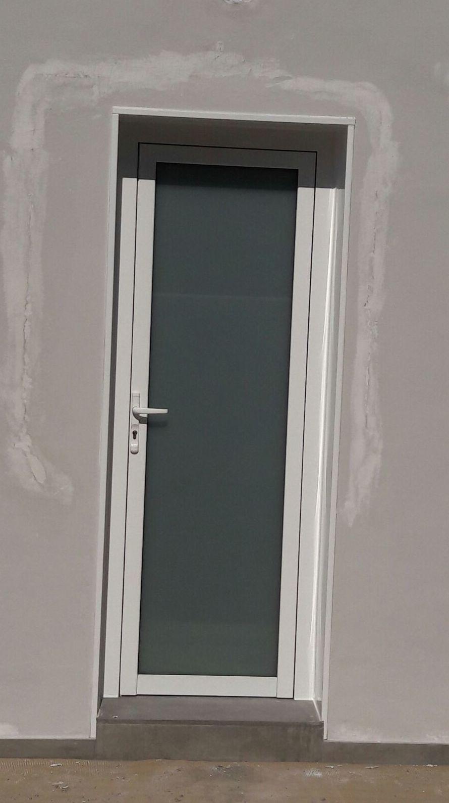 Puerta de PVC con criltal