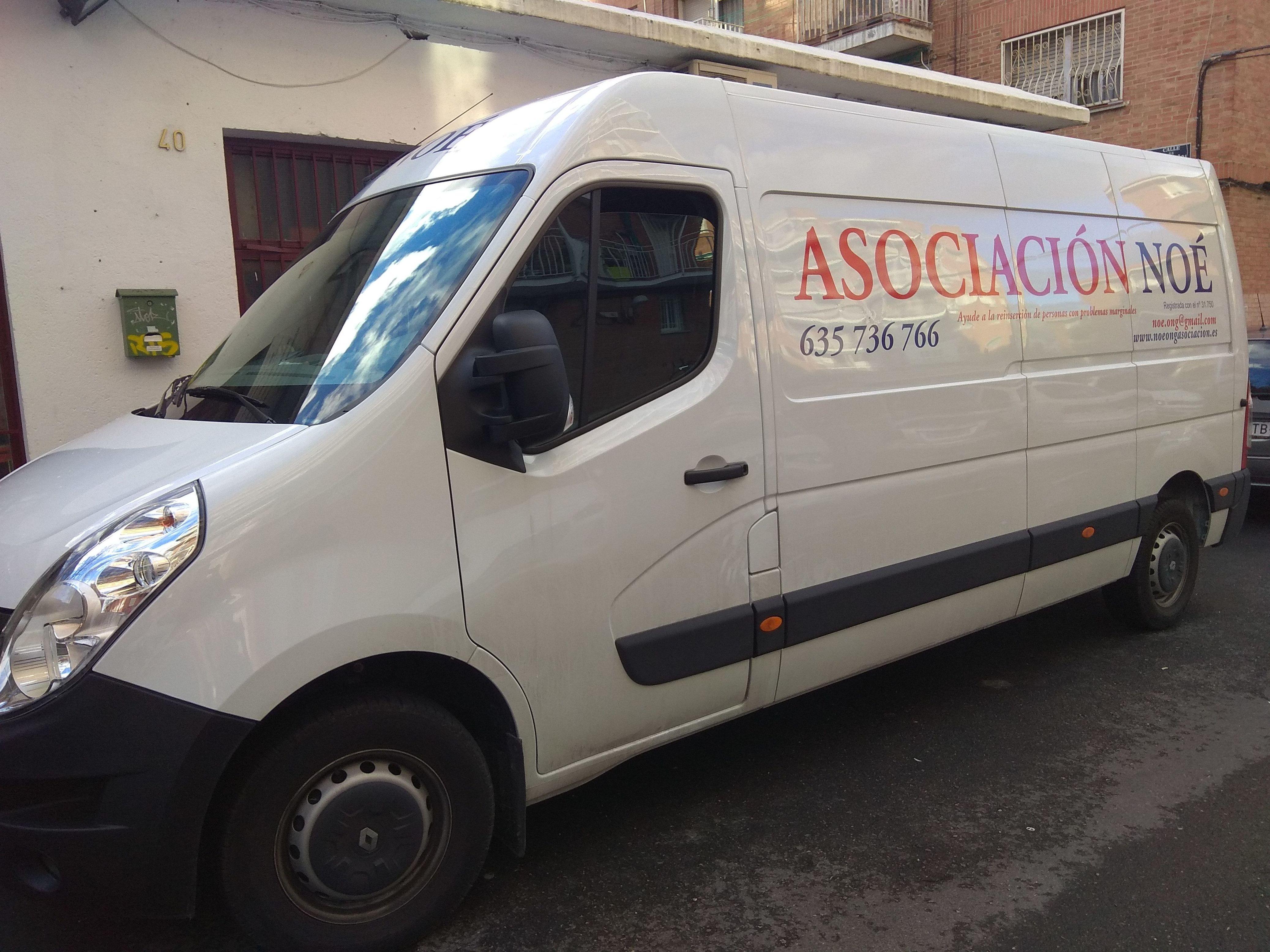 Foto 2 de Muebles en Madrid | Asociación Noé - RASTRO MADRID - USERA