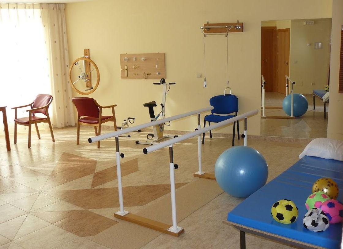 Atención Sanitaria y Rehabilitación: Servicios de Residencia de Mayores San Raimundo