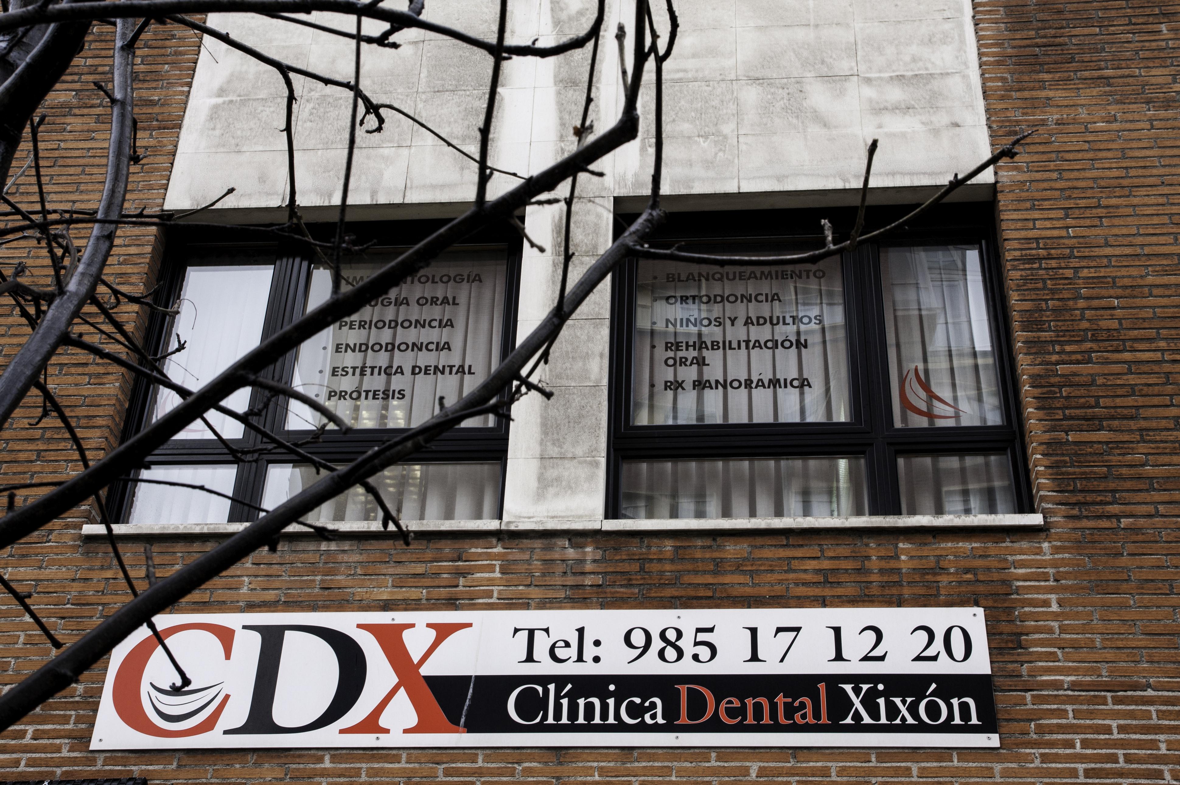 Fachada de nuestra clínica dental en Gijón