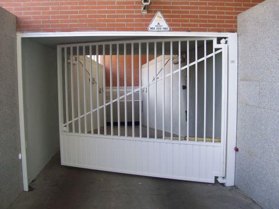 Puertas automaticas de garaje madrid automatizaciones l zaro for Puertas automaticas garaje