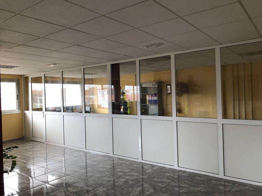 Cerramiento de oficinas: Productos y servicios de Aluminios Atila