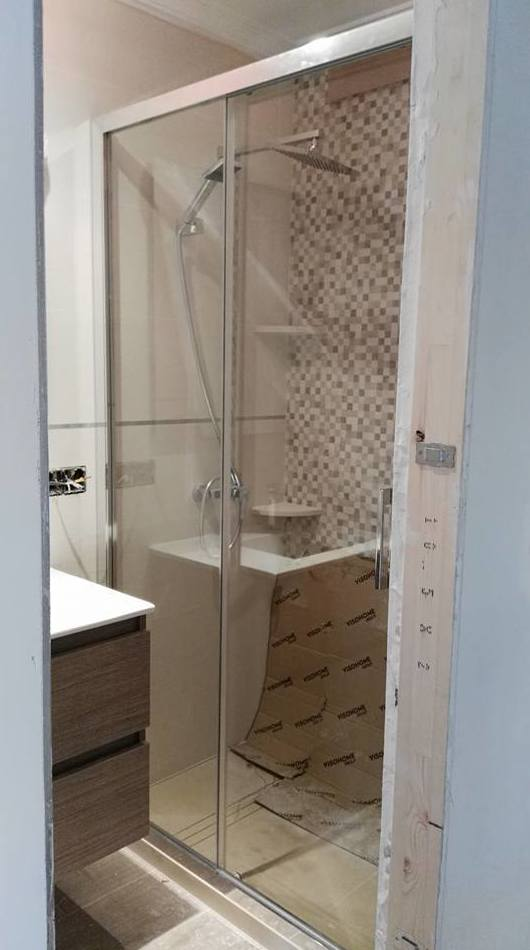 Mampara de aluminio para baño