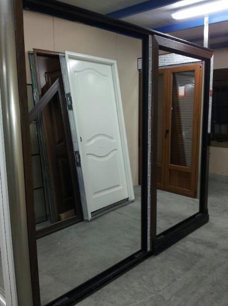 Exposición de puertas de aluminio