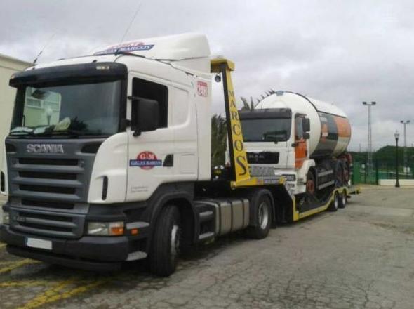Góndola para transporte de vehículos pesados en Cádiz