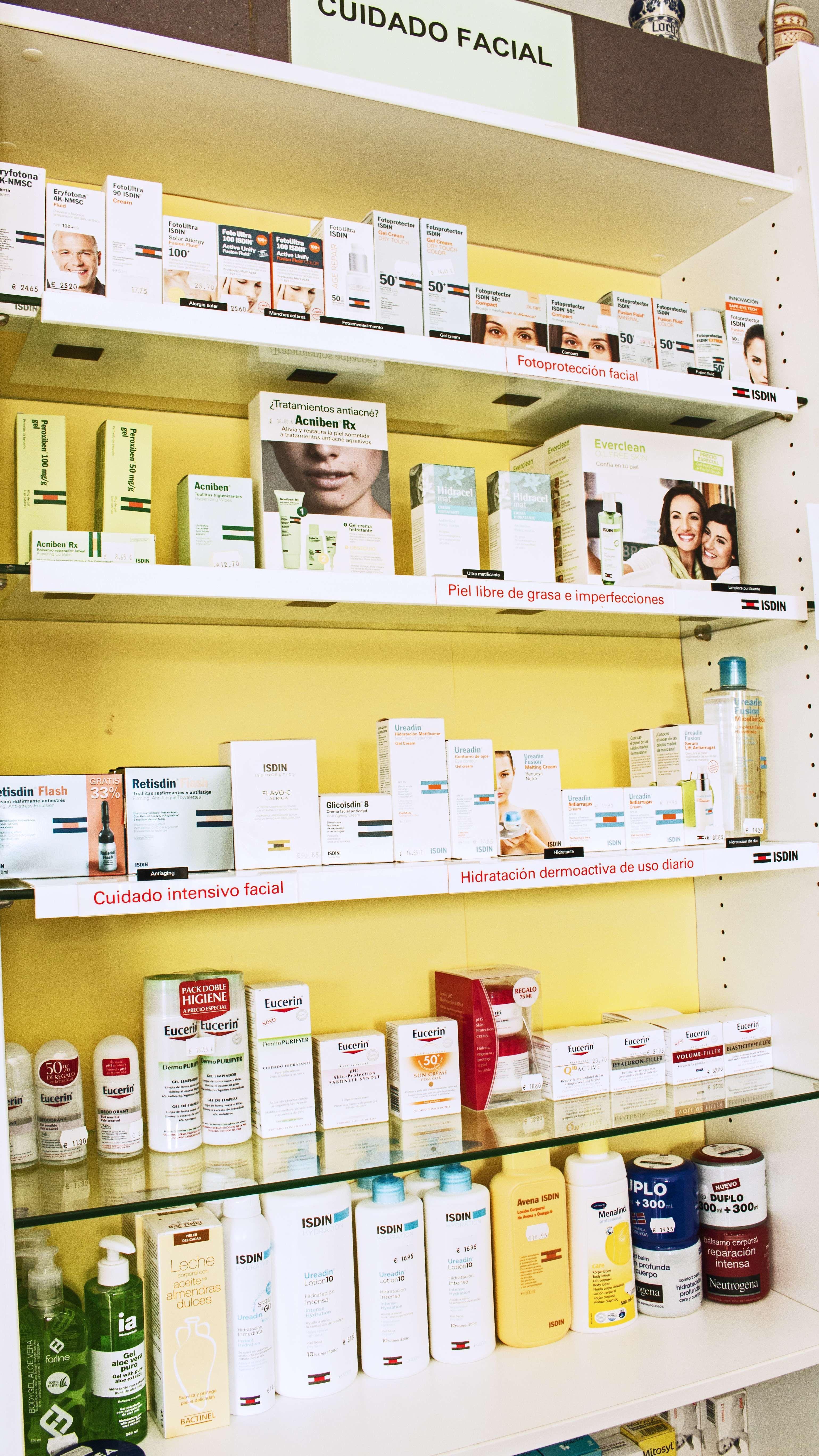 Productos farmacéuticos y de cosmética facial en Narón