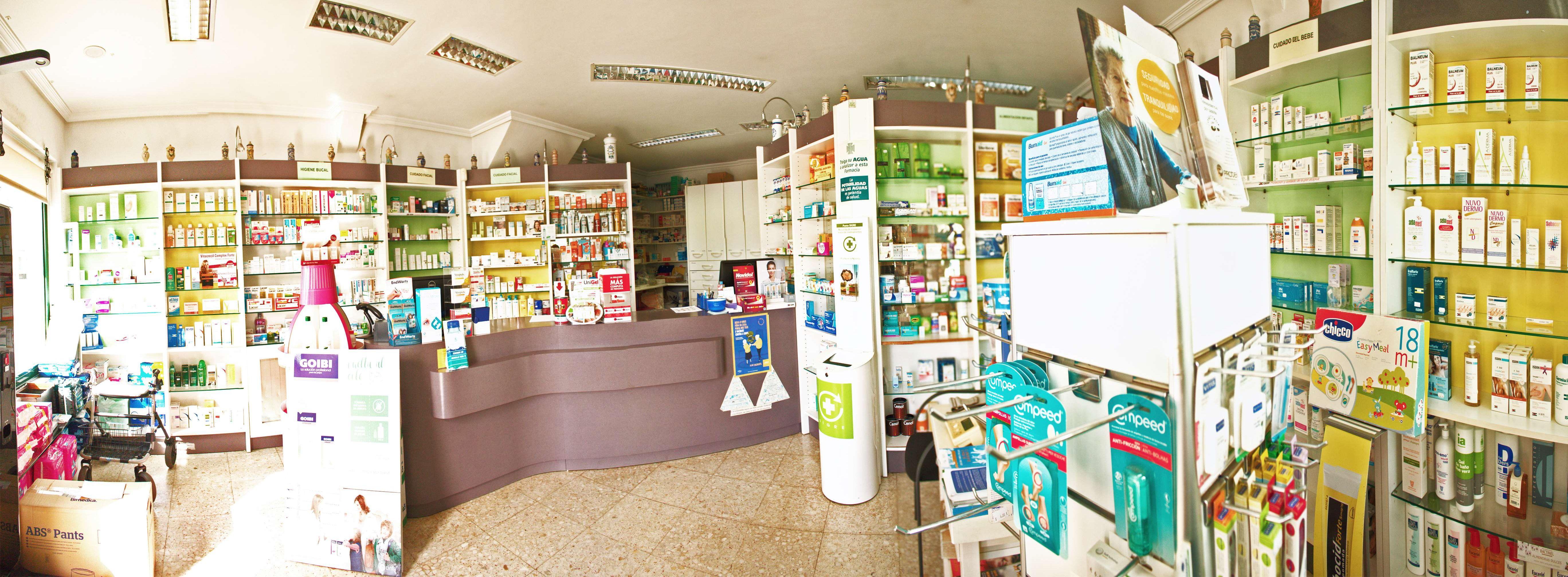 Interior de nuestra farmacia de Narón