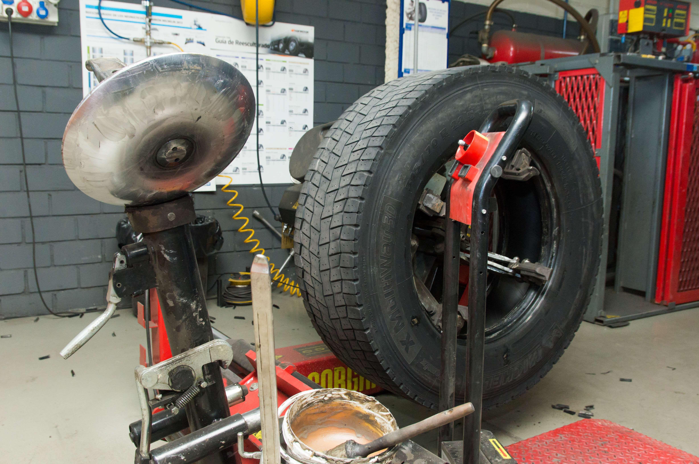 Cambio de neumáticos y reparación de vehículos en Valdemoro