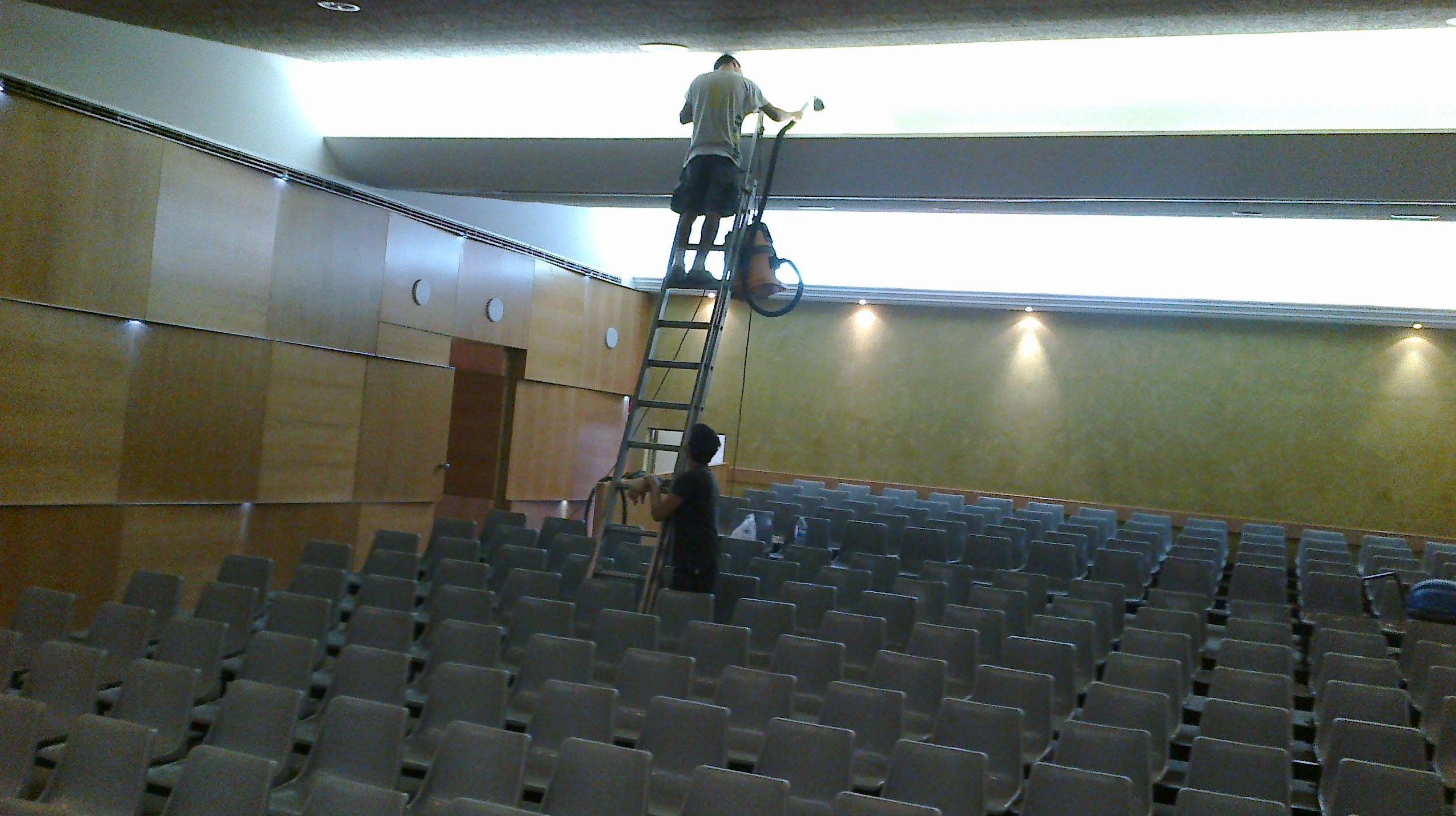 Limpieza de techo de cine