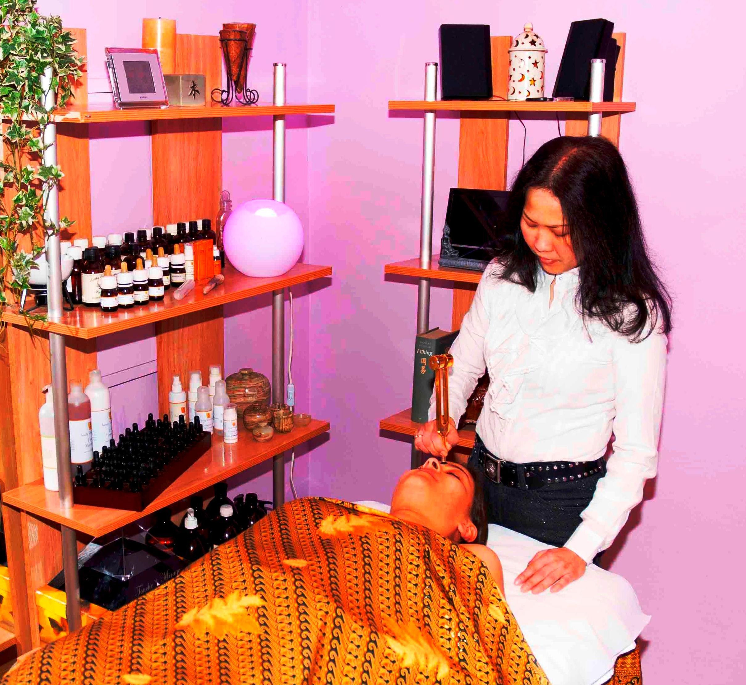 Tratamiento facial con diapasón Touche le Mirage