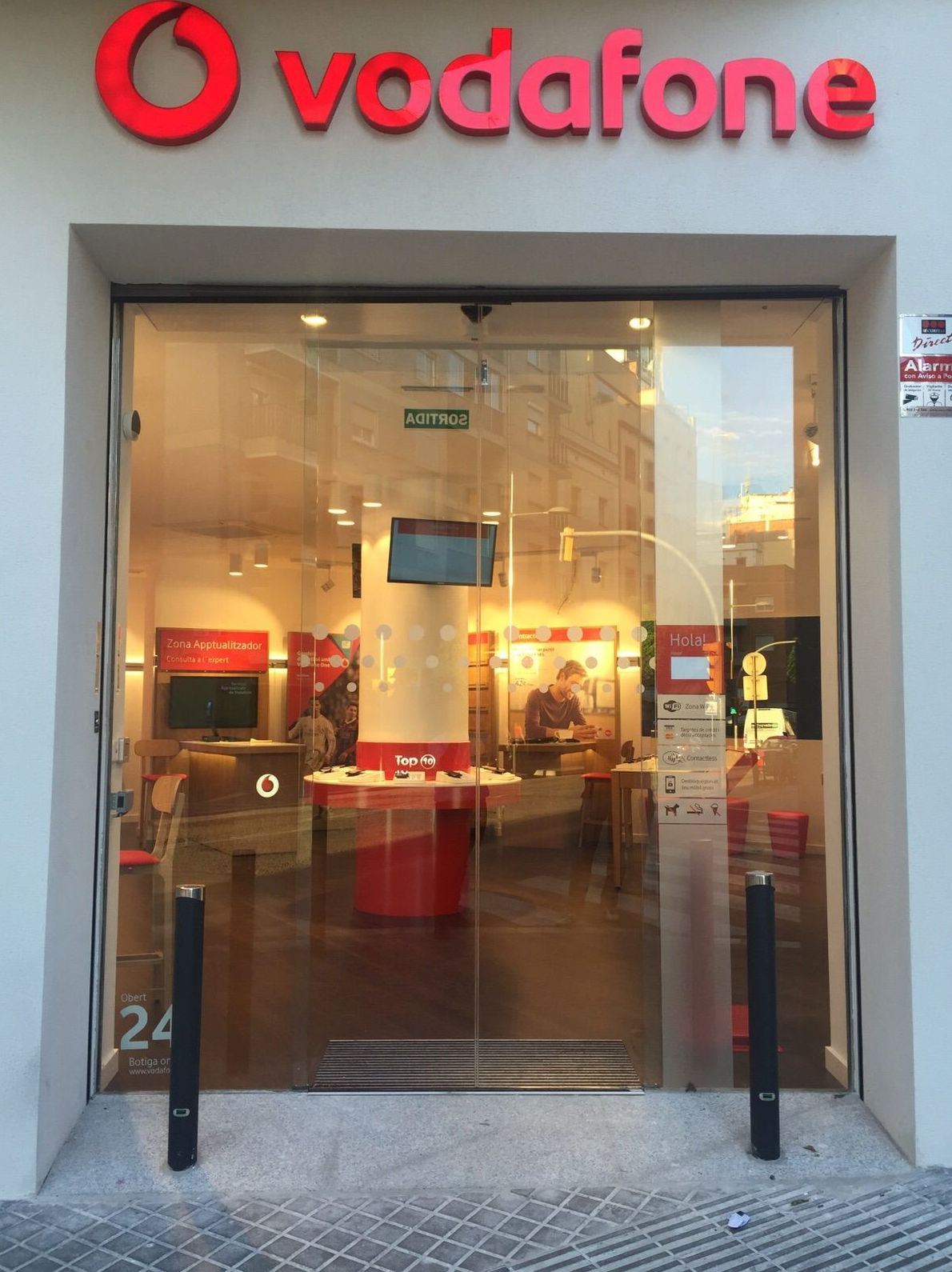 Distribuidor de Vodafone en Cornellà