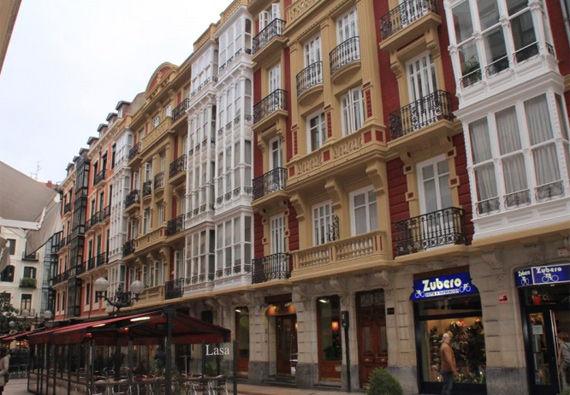 Fachada y terraza del restaurante