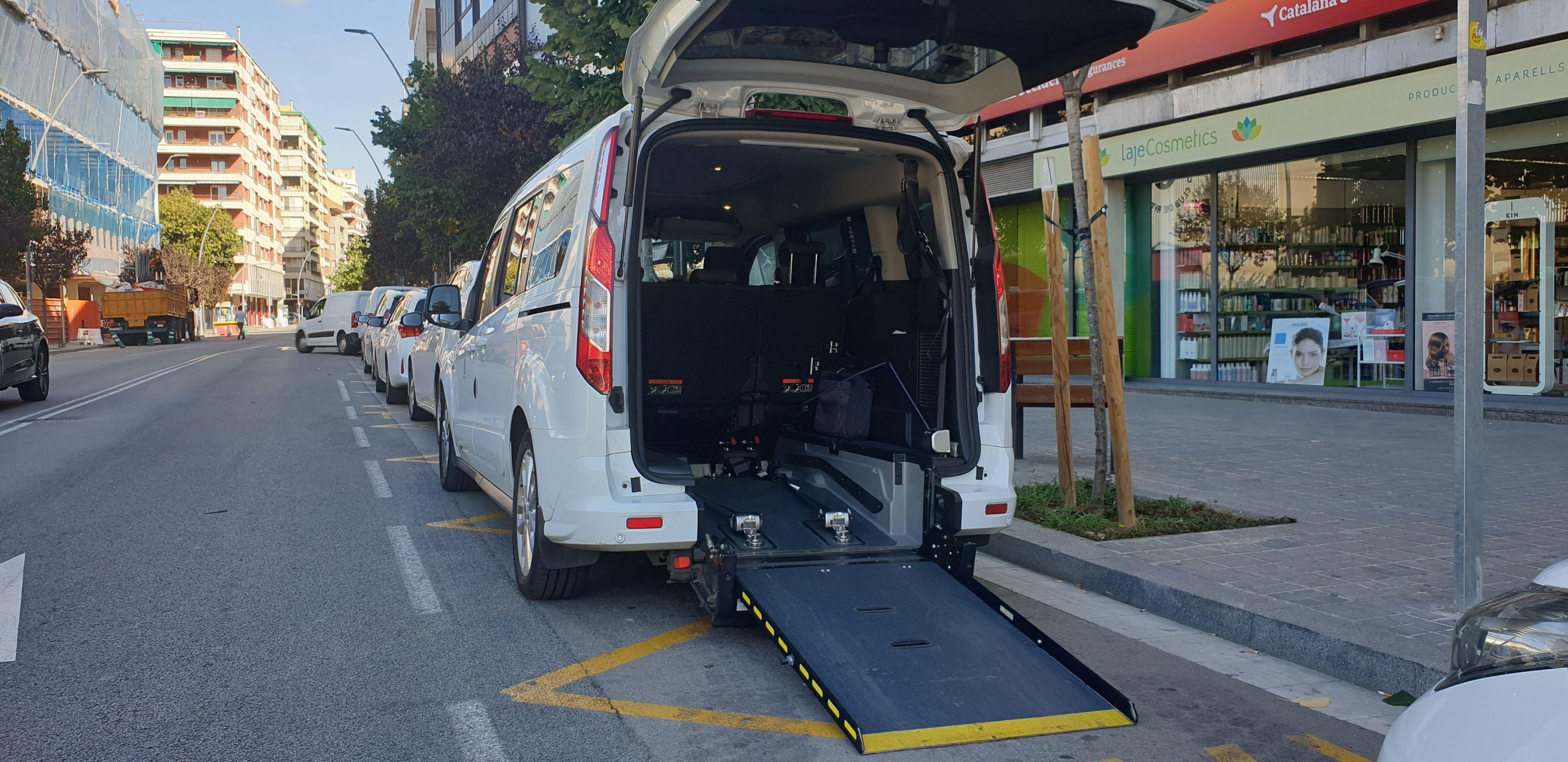 Paquetes, documentos y flores: Servicios de Taxis Granollers