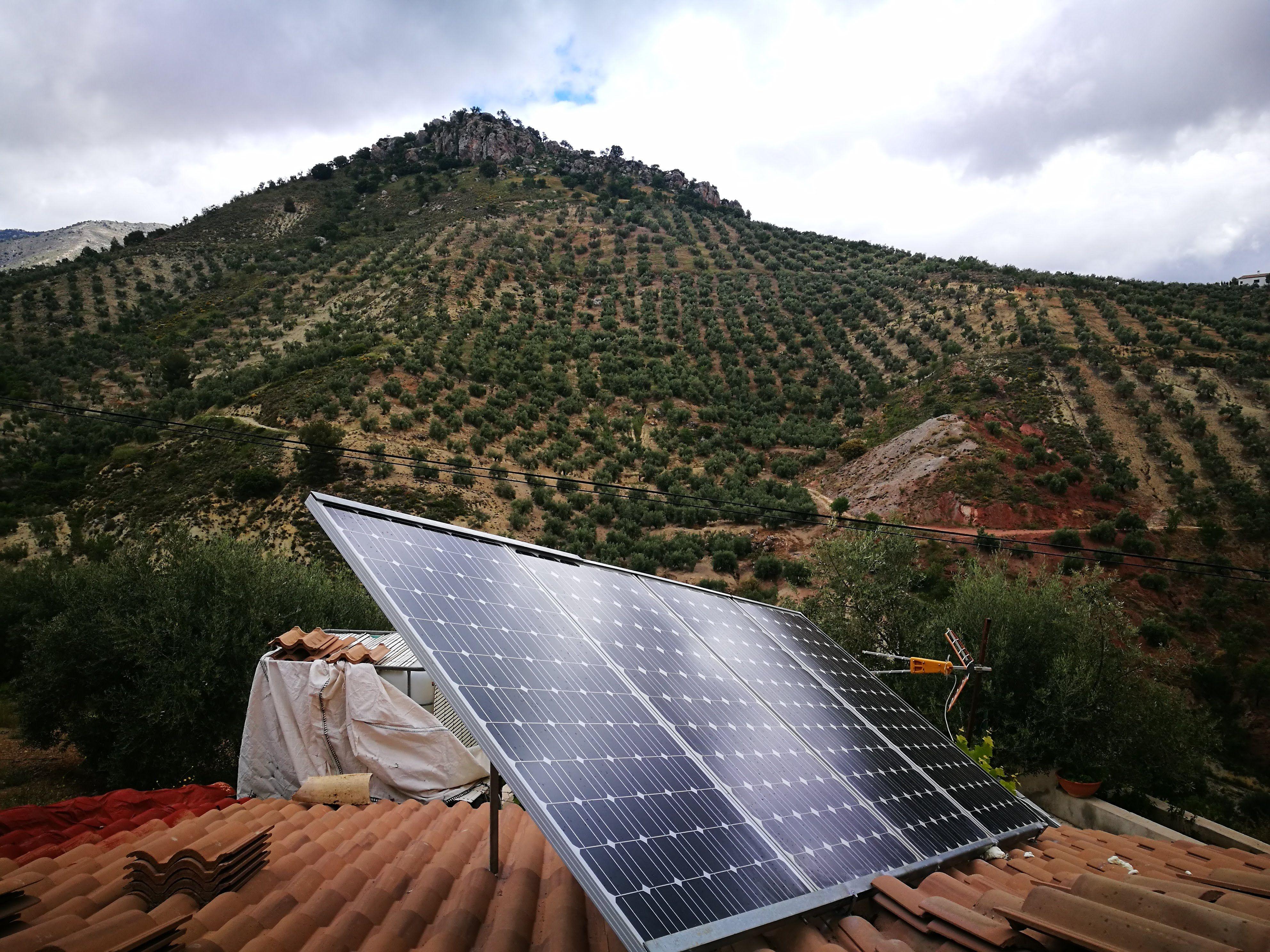 Energía solar térmica y fotovoltaica en Huelma, Jaén
