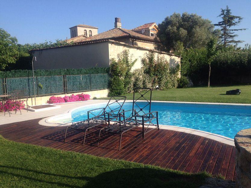 Tarimas para piscinas en Pamplona