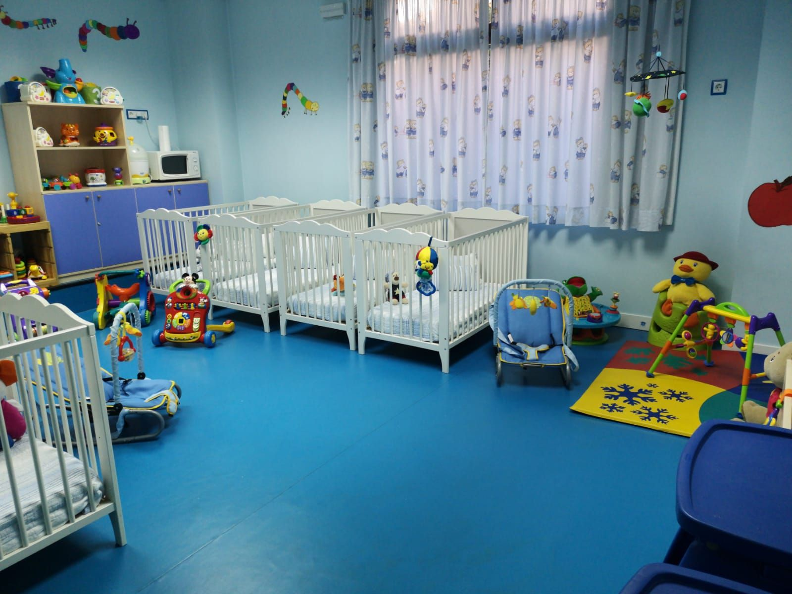 Aula de bebes. Escuela infantil Arlequín