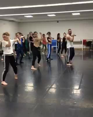 Clase con Iker Carrera profe de Fama ¡a Bailar!   }}