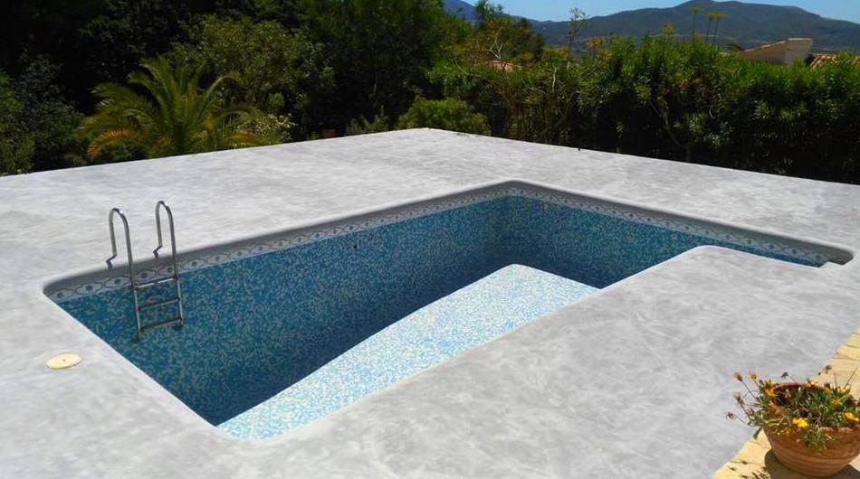Piscinas 100 impermeables con microcemento for Piscinas para enterrar precios