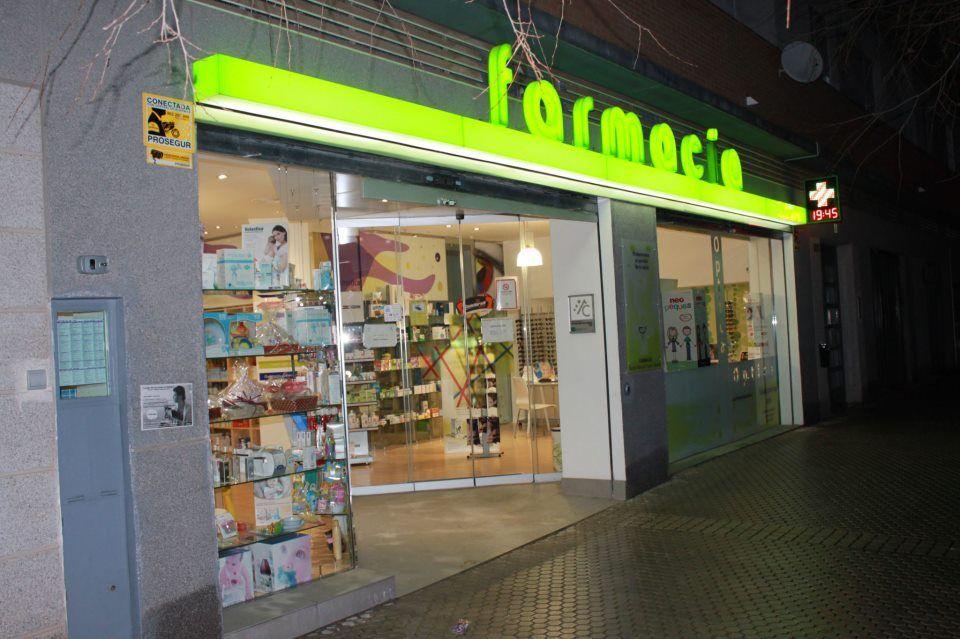Foto 5 de Farmacia en Sevilla | Farmacia-Óptica Ojeda