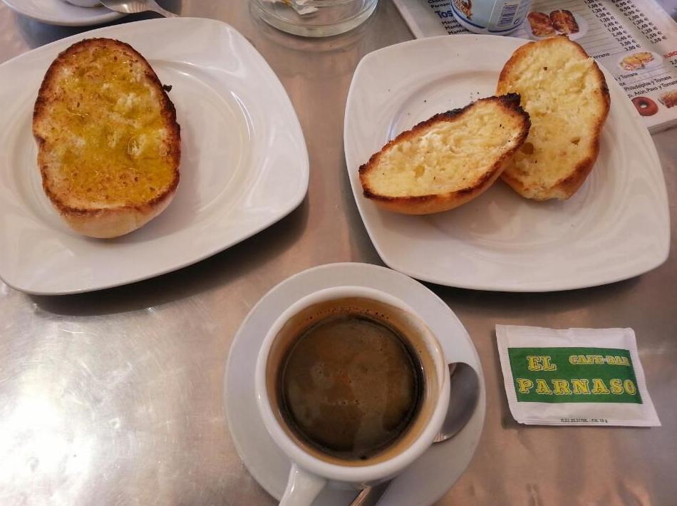 Desayunos en la Cafetería Bar El Parnaso, Melilla
