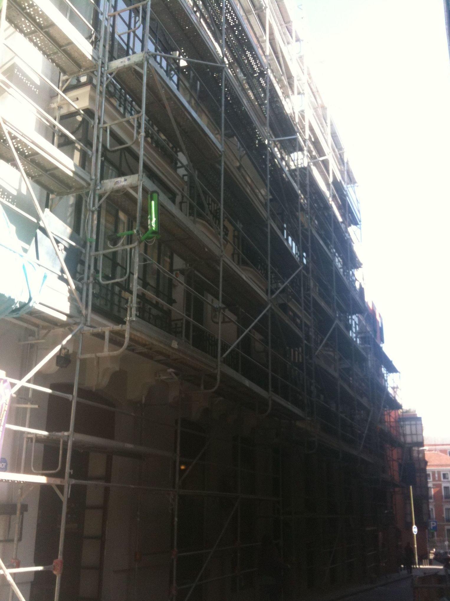 Andamios para rehabilitación de fachadas en Madrid