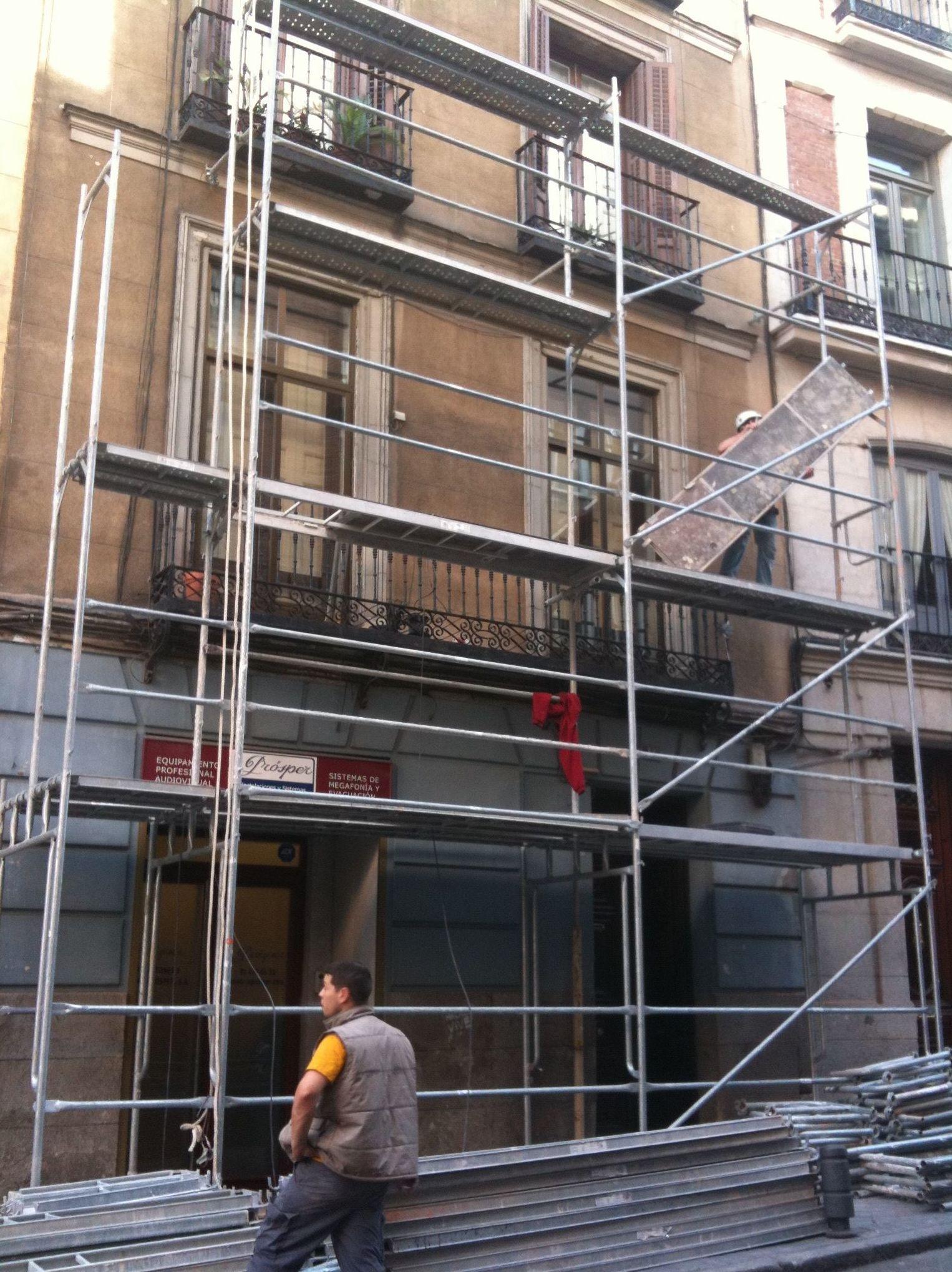 Montaje de andamios en la Calle el Prado