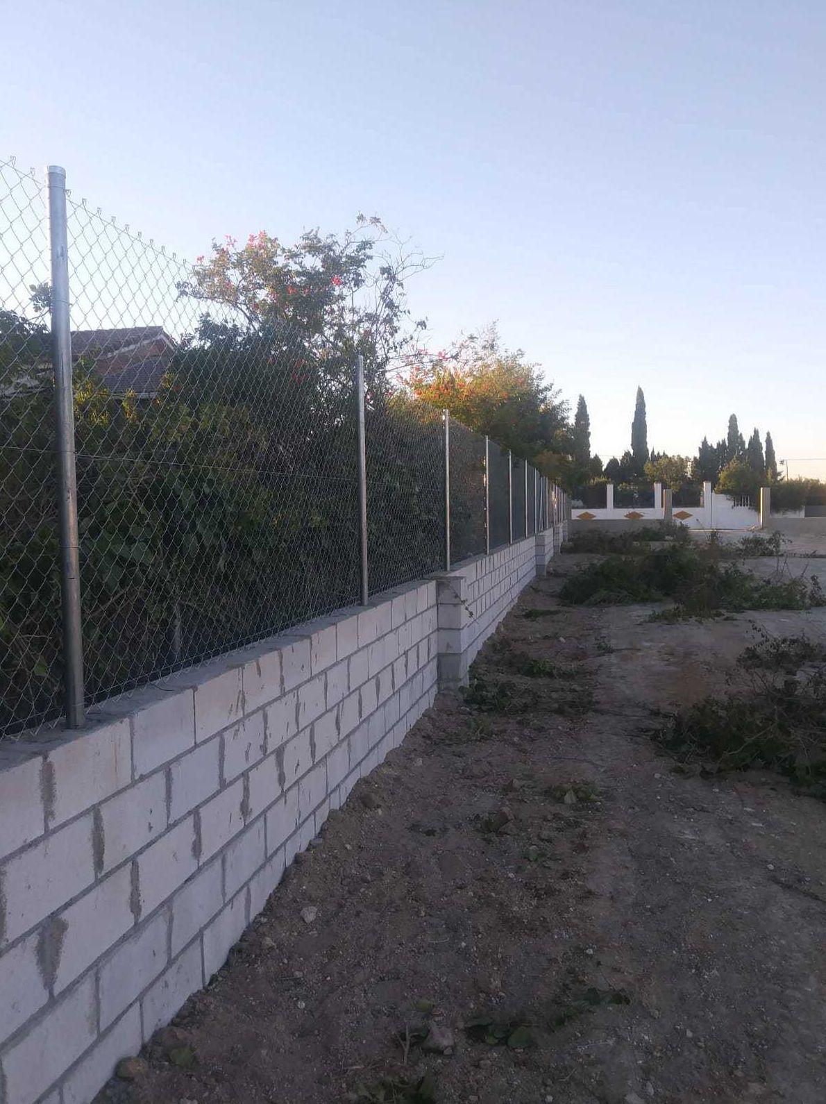 Malla metálica para instalaciones agrícolas en Sevilla