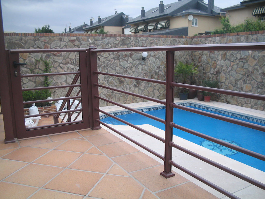 Cerramientos de piscinas en aluminio forja productos y - Cerramiento para piscinas ...
