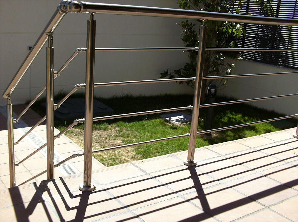 Barandillas de escalera en aluminio: Productos y Servicios de Aluminco & Panel, S.L.