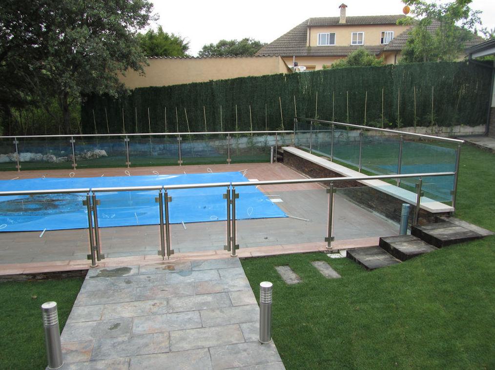 Cerramientos de piscinas en cristal y aluminio : Productos y Servicios de Aluminco & Panel, S.L.