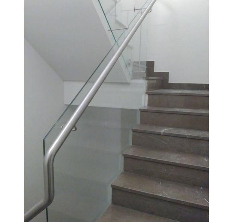 Barandilla de escalera de vidrio con pasamanos de acero inoxidable