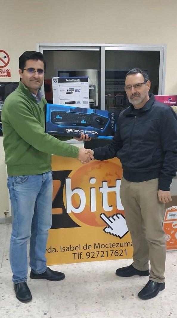 Entrega de premios sorteo Zbitt cáceres