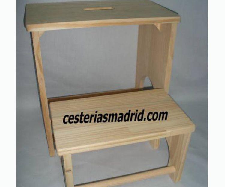Taburetes de madera artesanales