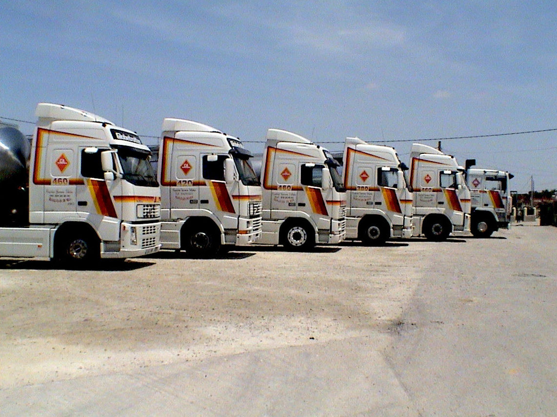 Flota de camiones cisterna para el transporte de líquidos alimentarios