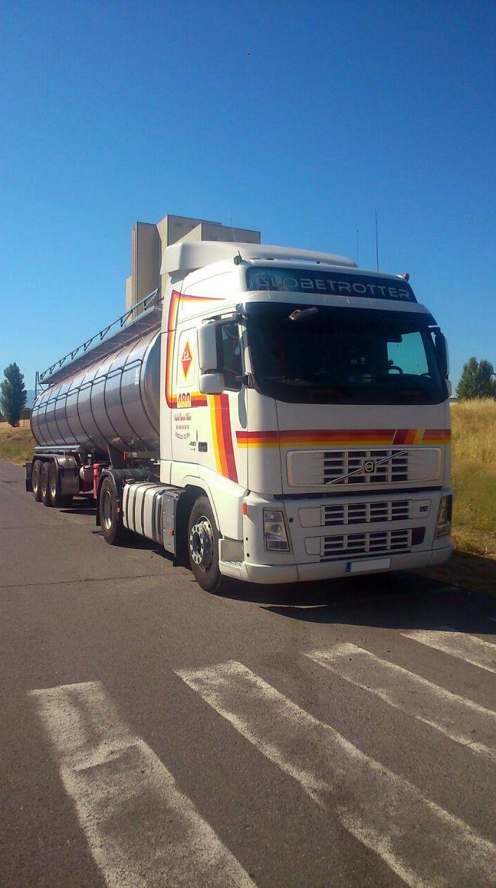 Camiones cisterna para el transporte de líquidos en toda España