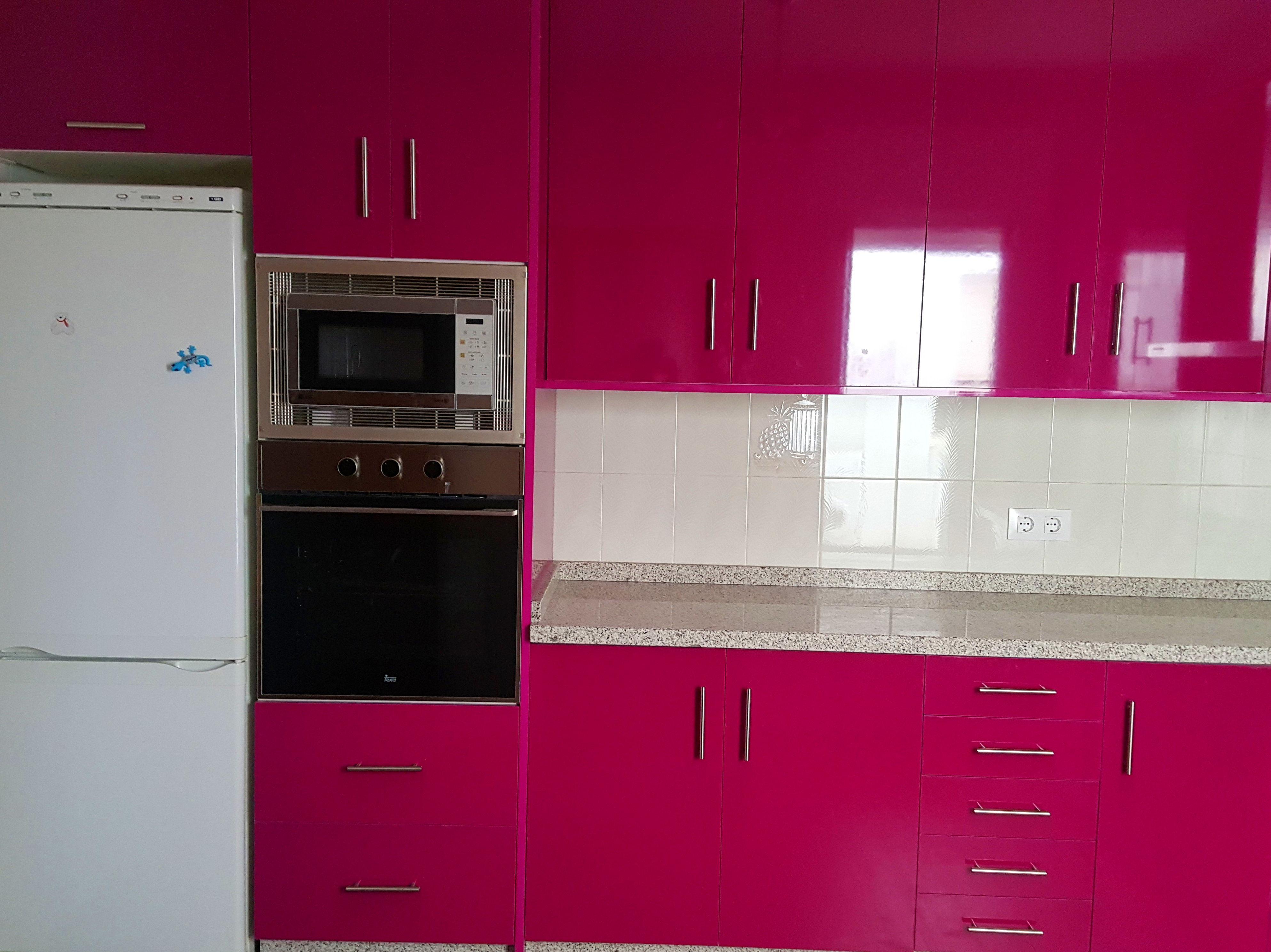 Colores de encimeras de formica cocina con puertas en for Encimeras de colores