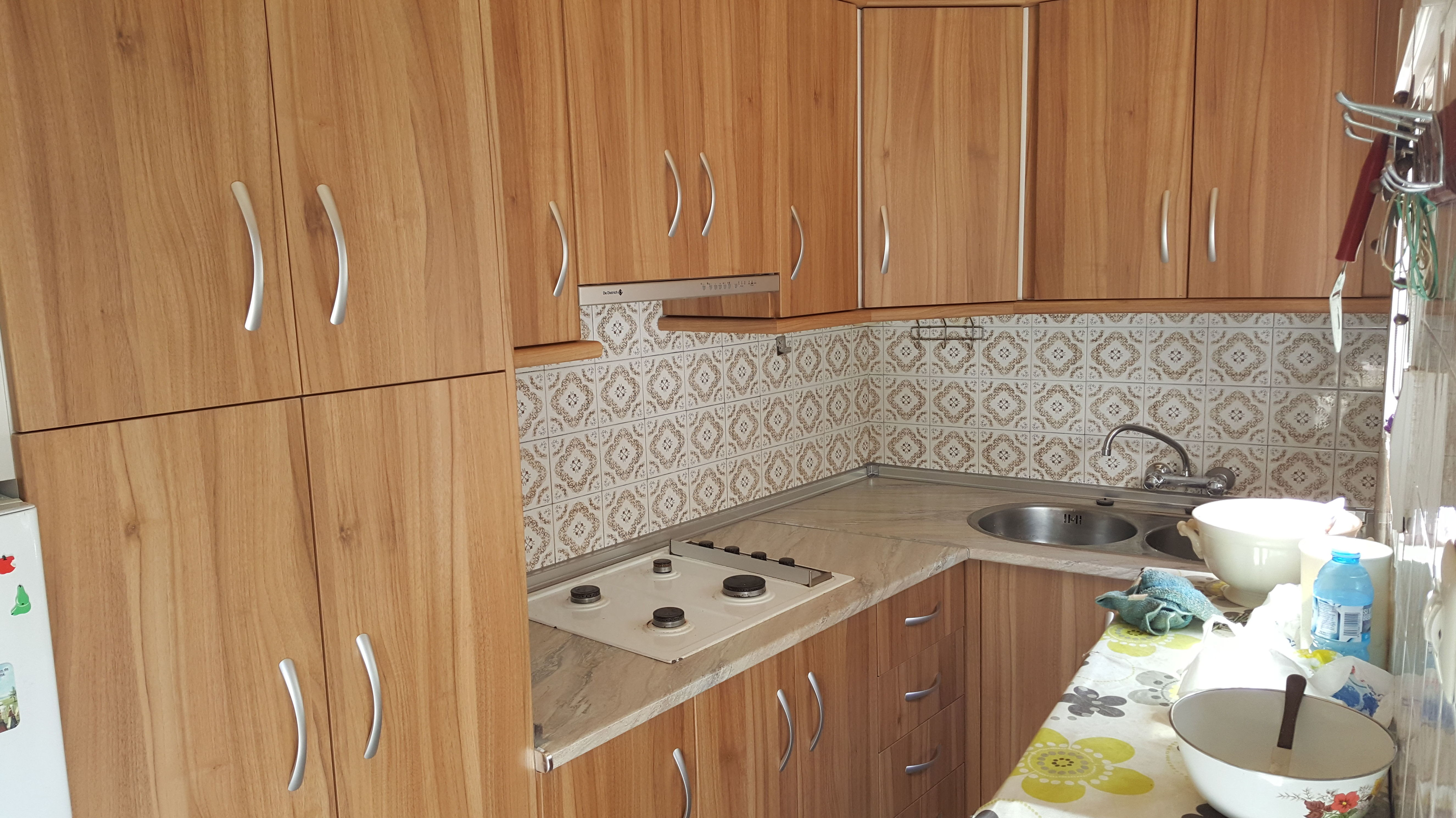 cocina de formica con encimera de formica