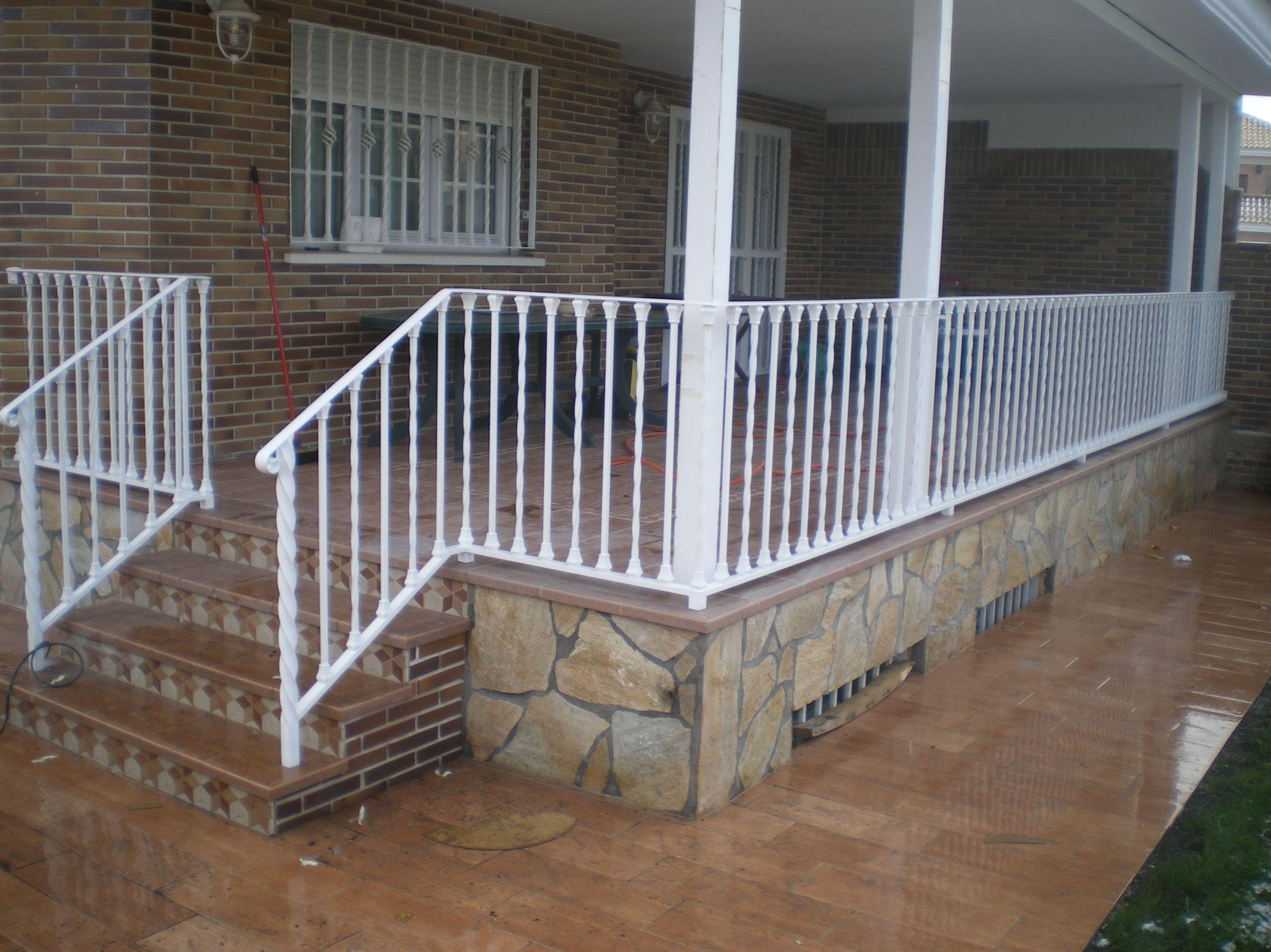 B5 - Barandilla de terraza color blanco