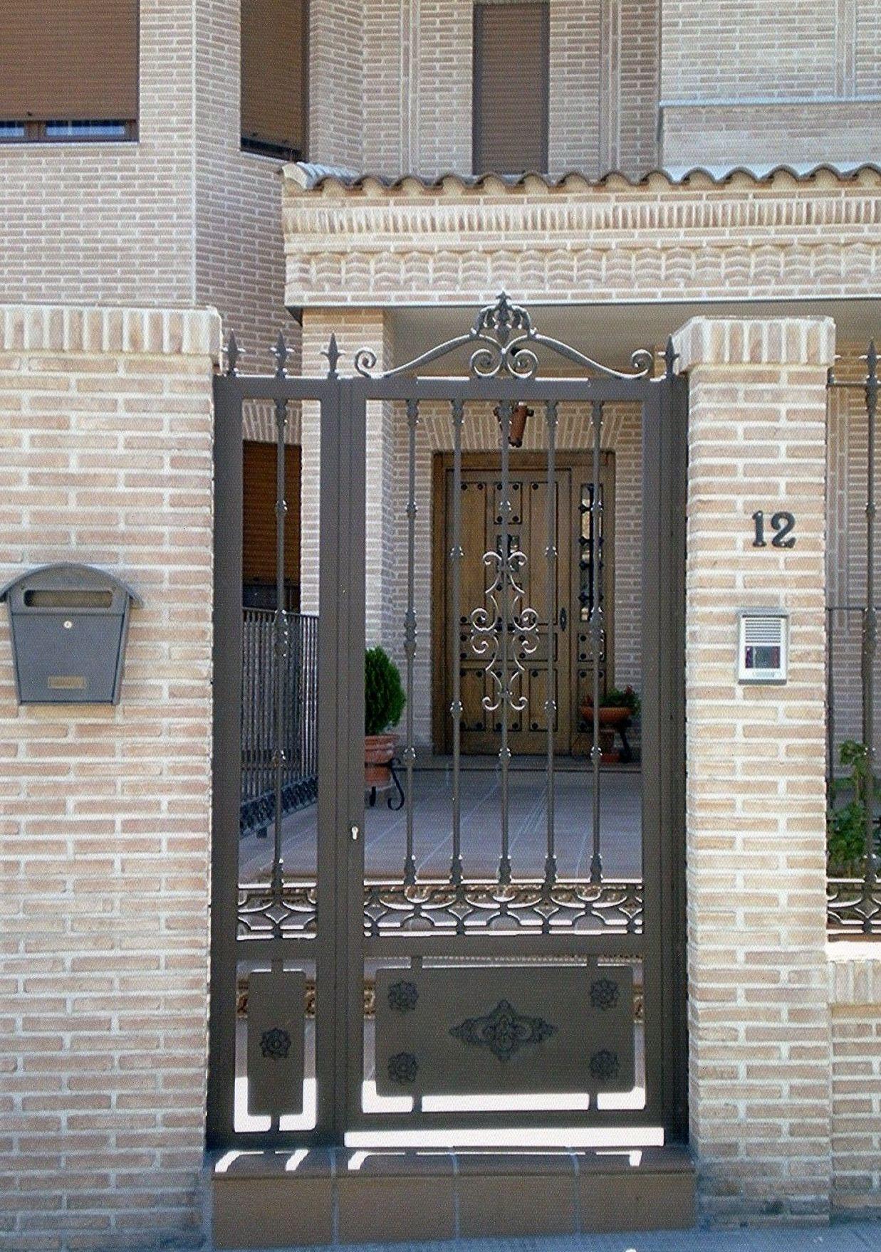 Puerta de forja con fijo